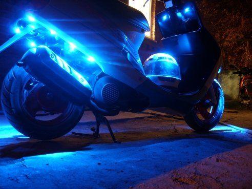 Неоновая подсветка на скутере