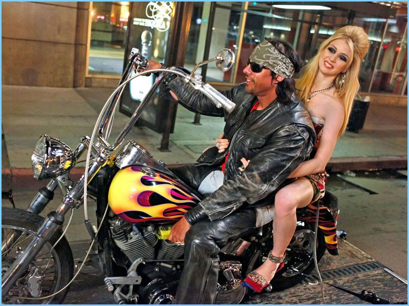 девушка на мотоцикле
