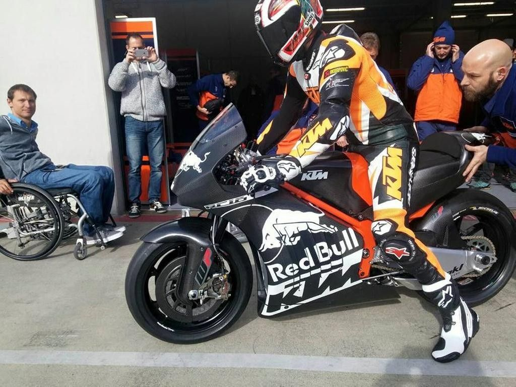 2016-ktm-rc16-motogp-bike-3